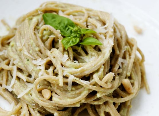 Whole-Wheat Spaghetti with Edamame Pesto